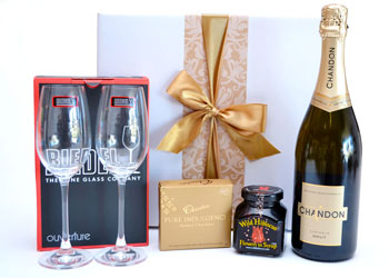 Pre order your hamper gift for drinks on arrival